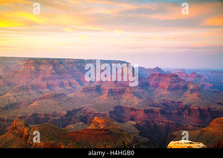 Vue d'ensemble du Parc National du Grand Canyon au coucher du soleil Banque D'Images