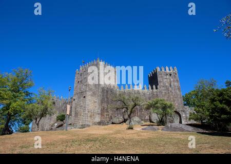 Château de Guimarães. Le principal château médiéval au Portugal. Guimaraes, Portugal Banque D'Images