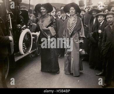 Emmeline Pethick Lawrence et Sylvain Pankhurst, c.1908-1912.