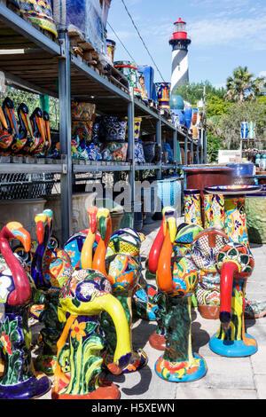 Saint Augustine en Floride St. Leonardi's Nursery Talavera maiolica Vente de poterie afficher Saint Augustin Light Banque D'Images