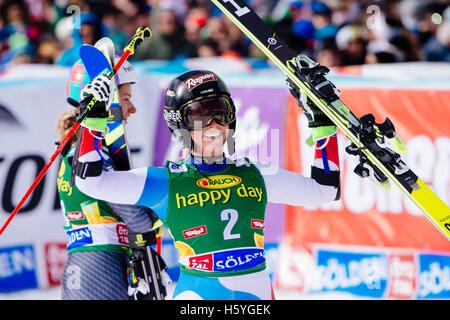 Sölden, Autriche. 22 octobre, 2016. Lara Gut de Switzerlandcelebrates après avoir remporté la Coupe du Monde FIS Banque D'Images