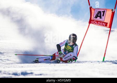 Sölden, Autriche. 22 octobre, 2016. Lara Gut de Suisse en compétition lors de la première exécution de la Coupe Banque D'Images