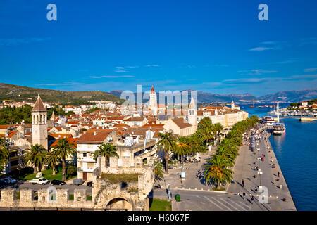 Les toits de la ville de Trogir et points de repère, la Dalmatie, Croatie Banque D'Images