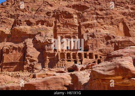 L'Urne tombe de les tombeaux royaux dans la roche ville de Petra, Jordanie
