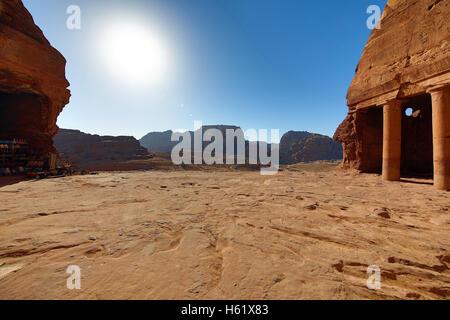 Vue de l'Urne tombe de les tombeaux royaux dans la roche ville de Petra, Jordanie Banque D'Images