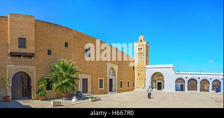 La grande cour de Zaouia Sidi Sahab (mosquée du barbier) l'emblème de la ville de Kairouan, Tunisie Banque D'Images