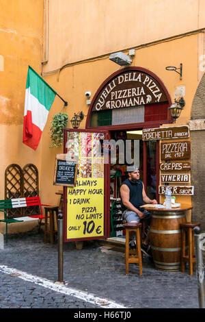 Restaurant pizzeria avec drapeau italien, Rome, Latium, Italie Banque D'Images