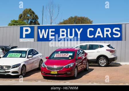 Voitures utilisées à vendre chez un concessionnaire à North Sydney, Australie Banque D'Images