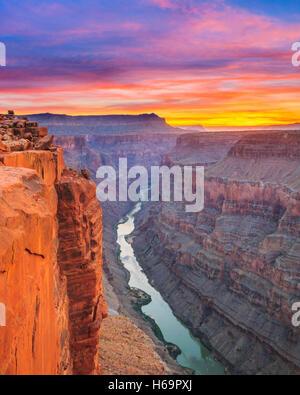 Le lever du soleil sur la rivière Colorado à toroweap oublier dans le parc national du Grand Canyon, Arizona Banque D'Images