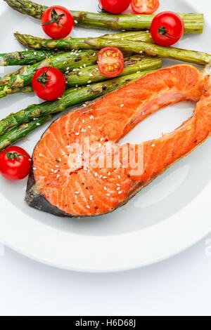 Pavé de saumon rôti croustillant Banque D'Images