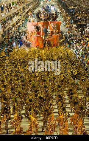 Rio de Janeiro, Brésil - février 16, 2010: l'école de samba Portela faire sa présentation au Sambodrome de Rio Banque D'Images