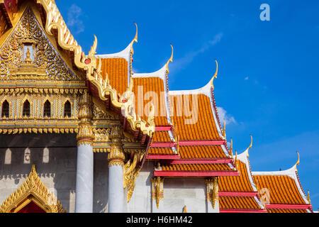 Wat Benchamabophit également connu sous le nom de temple de marbre au coucher du soleil à Bangkok, Thaïlande. Banque D'Images
