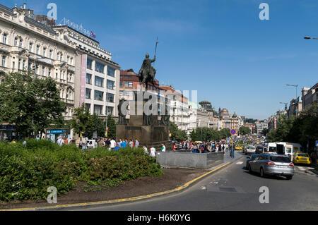La statue équestre de saint Venceslas, le saint patron de la Bohême à la place Wenceslas, Prague, République tchèque. Banque D'Images