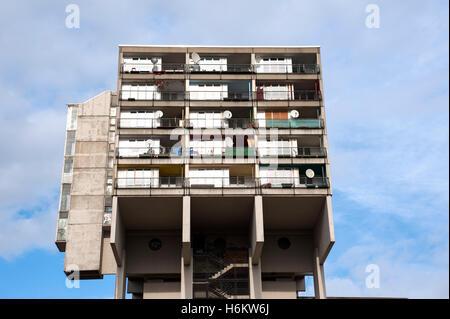 Détail de l'immeuble d'habitation sociale concrète à Pallasstrasse à Schoneberg Berlin Allemagne