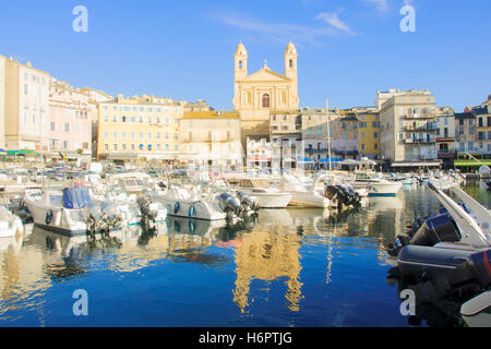 Scène de l'ancien port (le Vieux Port), à Bastia, Corse, France. Banque D'Images