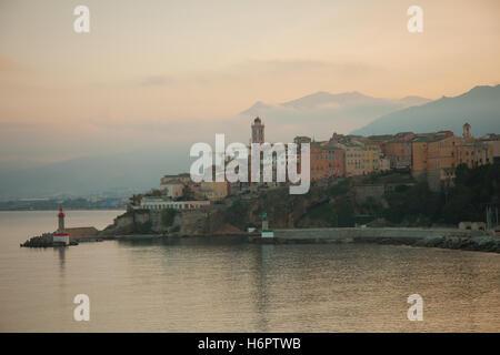 La Terra nova (quartier neuf) au coucher du soleil, à Bastia, Corse, France Banque D'Images