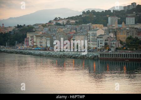 La terra vecchia (la vieille ville) au coucher du soleil, à Bastia, Corse, France Banque D'Images