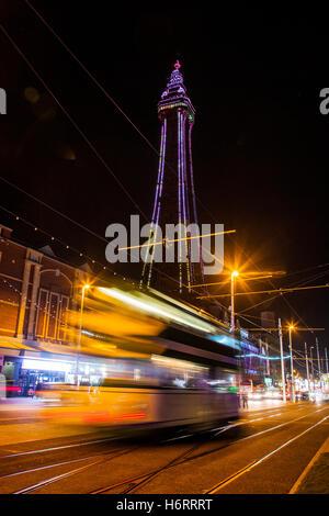 Blackpool, Lancashire, Royaume-Uni. 1er novembre 2016. Lightpool lance un festival à la maison de Blackpool Illuminations. Banque D'Images