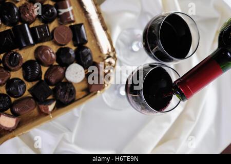 Restaurant La vie toujours présent tumbler calice en verre verre alimentaire aliment sucré bavoirs potable brunâtre brun isolé brunette