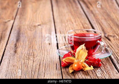 Tasse verre Tumbler calice vie encore plateau verre boire bavoirs fruits fraise boissons libre soucoupe personne rustique rustique