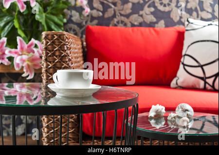 Belle belle vie beauteously exister en vivant vit vivre la modernité moderne style du mobilier en bois brun marron Banque D'Images