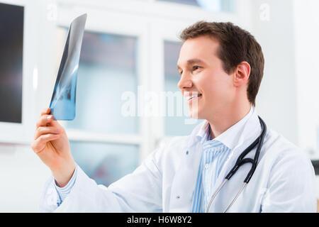 Médecin, médecin, infirmier, médecin, médical, de la pratique médicale, radiographies Banque D'Images