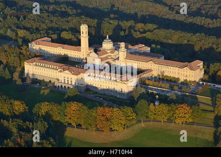 Séminaire de l'archidiocèse de Milan à Venegono Inferiore (vue aérienne). Province de Varèse, Lombardie, Italie. Banque D'Images