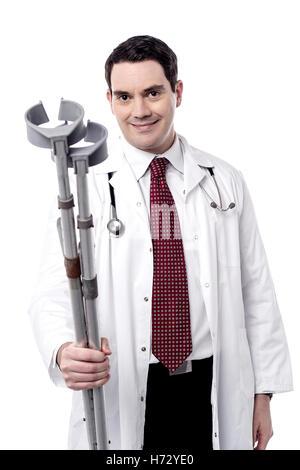 Médecin Médecin praticien médical infirmier médical masculin mâle isolé en médecine de réadaptation de race blanche Banque D'Images