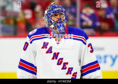 Octobre 29, 2016 - Raleigh, Caroline du Nord, États-Unis - New York Rangers gardien Henrik Lundqvist (30) au cours Banque D'Images