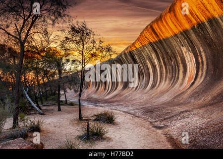 Lever du soleil sur le Wave Rock (Hyden Rock), Hyden, Australie occidentale Banque D'Images