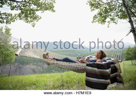 Rural Woman relaxing in hammock Banque D'Images
