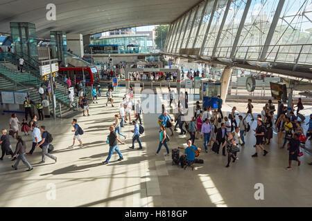 La gare de Stratford pendant l'heure de pointe du matin, Londres Angleterre Royaume-Uni UK Banque D'Images