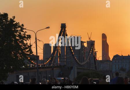 Moscoq, Russie - 17 mai 2014: pont historique de Crimée à Moscou au coucher du soleil au printemps Banque D'Images