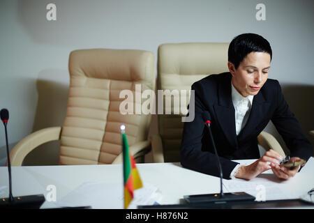 Délégué femelle en pause Banque D'Images