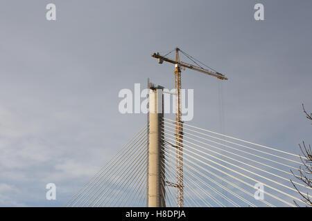 Queensferry, Edinburgh, Ecosse, 11 septembre, novembre, 2016. Forth Bridges. La 2ème rue pont est presque terminée, et cette photo illustre les travaux de construction, le carnage et les assemblages en haut le nord de la jetée. Phil Hutchinson/Alamy Live News