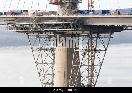 Queensferry, Edinburgh, Ecosse, 11 septembre, novembre, 2016. Forth Bridges. La 2ème rue pont est presque terminée, et cette photo illustre les travaux de construction et d'assemblages de la jetée nord et ponton. Phil Hutchinson/Alamy Live News