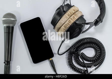 Casque funky music smart-phone White background Banque D'Images