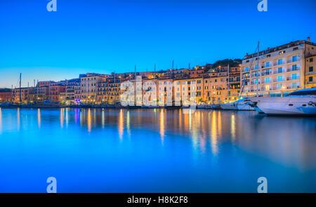Vue panoramique de la ville de Portoferraio, au crépuscule, l'île d'Elbe dans la région Toscane, en Italie. Banque D'Images