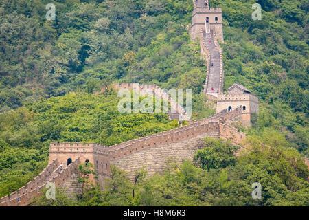 Mutianyu, Chine - paysage de la Grande Muraille de Chine. Le mur s'étend sur plus de 6 000 kilomètres de montagne Banque D'Images