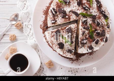 Dessert gâteau au chocolat et café sur une table close-up Vue de dessus horizontale. Banque D'Images
