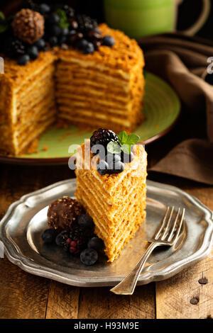 Caramel gâteau au miel et glaçage à la crème Banque D'Images