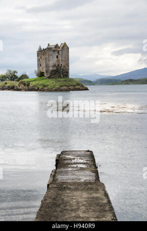 Château de Stalker sur le Loch Linnhe, dans les highlands écossais Banque D'Images