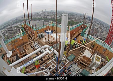 Construction d'une nouvelle tour bloc sur la rive sud de la Tamise à Londres au Royaume-Uni. Fish-eye view montre Banque D'Images