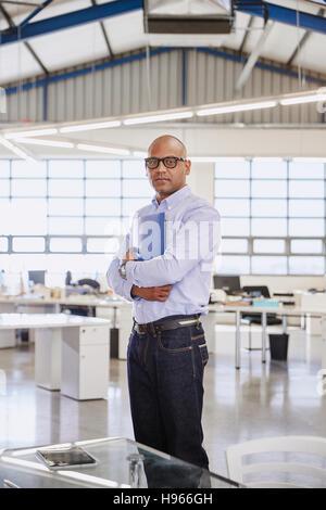 Confident businessman in office Portrait Banque D'Images