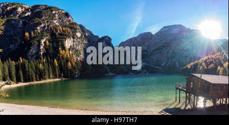 Braies Lake / Lago di Braies / Pragser Wildsee dans les Dolomites italiennes - Südtirol, Alto Adige, Tyrol du Sud Banque D'Images