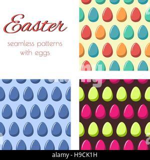 Ensemble de modèles sans couture avec des oeufs multicolores. Arrière-plan de Pâques. Banque D'Images