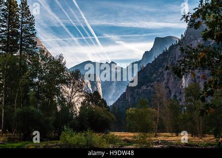 La vallée de Yosemite demi dôme lever du soleil Banque D'Images