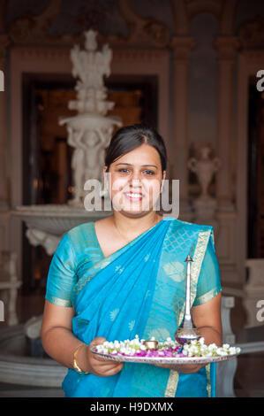 Un membre du personnel du falaknuma palace à Hyderabad, Inde.
