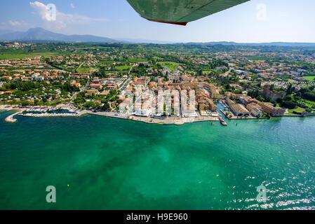 Vue aérienne, le lac de Garde, Lago di Garda, vue à partir d'un Cessna 152 sur Lazise, Italie du Nord, Vénétie, Banque D'Images
