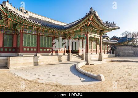 Séoul, Corée du Sud - 5 décembre 2015: Palais Changdeokgung était la deuxième villa royale construite après la Banque D'Images